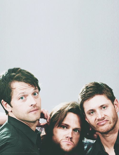 Misha Collins, Jared Padalecki, Jensen Ackles.Wow Jared looks like a moose lol!! ;)