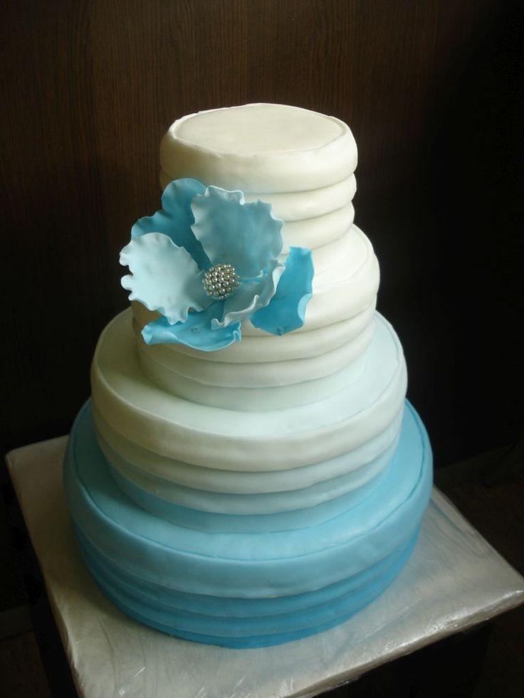 Dort je možné vyrobit v různých velikostech a přizpůsobit ho tak vašim požadavkům. Nejmenší velikost je od 5kg. Náplň dle přání zákazníka, seznam náplní naleznete v záložce Cukrárna. Dort potahujeme a zdobíme vlastnoručně vyráběným mléčným marcipánem. Zdobení dortu je možné upravit podle Vašeho přání