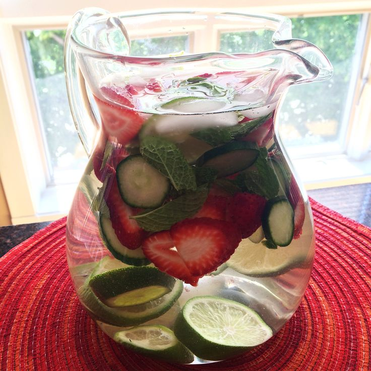 Strawberry Cucumber Lime Mint Water What you need: 1 cup sliced strawberries 2 limes, sliced ½ cup sliced cucumber ¼ cup fresh mint leaves Ice cubes water  What to do: In a half-gallon jar or pitcher, layer the strawberries, cucumbers, lime slices, and mint leaves with the ice cubes. Fill jar or pitcher with water. Let chill and enjoy! #strawberries #eatseasonably