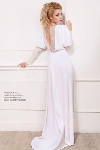 Белое платье с коротким рукавом