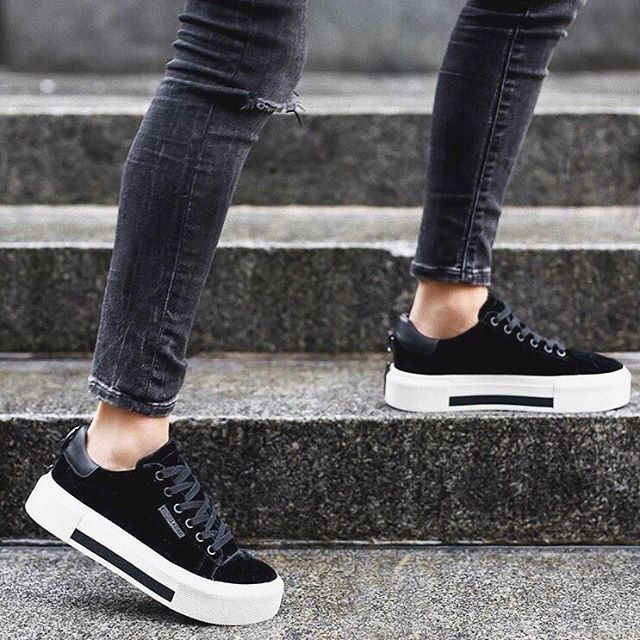 sale websites pay with visa cheap online Kendall+Kylie slip-on sneakers very cheap clearance eastbay scQKNvVW