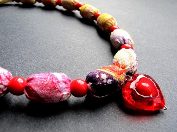 """Náhrdelník """"Korálové srdíčko"""" Pestrobarevný náhrdelník z latky a velkých korálků z přívěskem. Délka = 52 + 3 cm"""