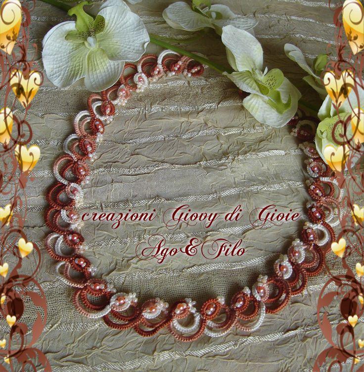 Collana fatta a mano nell'antica arte del pizzo chiacchierino cotone 100%sfumato nei toni arancio ....