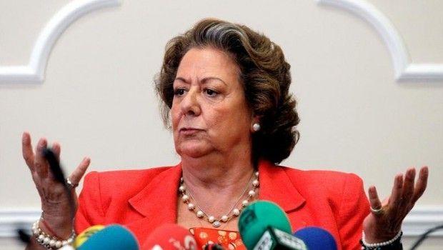 """Si esta señora todo lo daba por el pueblo de Valencia. Porque los hijos de las personas que pagan con sus impuestos todas estas""""maravillas""""estudian en BARRACONES?  Construidos por sus amiguetes."""
