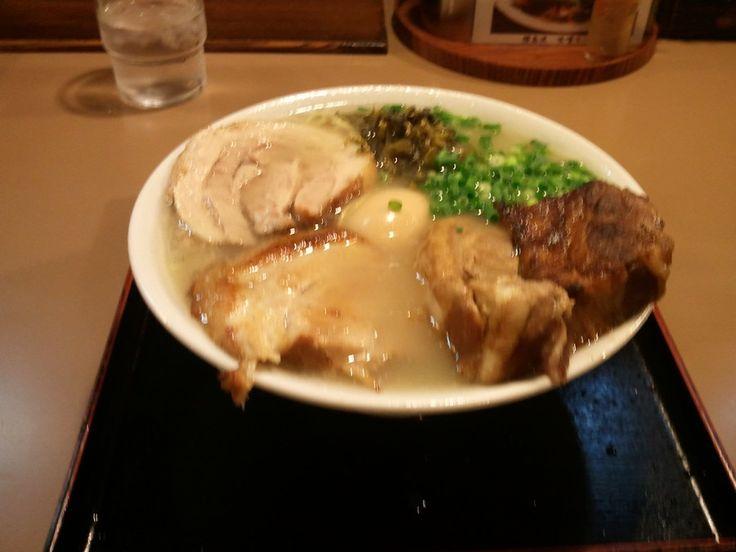 札幌にある鹿児島ラーメンらしい。味は、塩に近い感じとのこと。