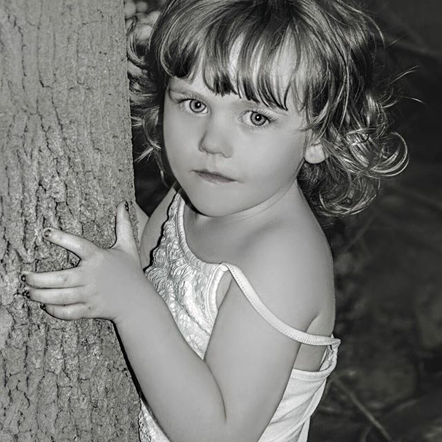 Another day being spent catching up on some photo editing.. Hope every one is having a great long weekend, soaking up the last bit of summer.  #portrait #portraitfun #portrait_ig #portraitshoot #portraits_ig #portraitphotography #naturelover #photoshootfun #photography #treehugger #blackandwhite #blackandwhitephotography #bramptonphotographer #endlesscreationsphotography #JLee_Portraiture