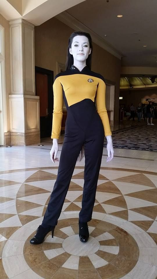 Movies-Tv Series: Star Trek - Next Generation. Character. Data. Cosplayer: Joanie Brosas. 2015.