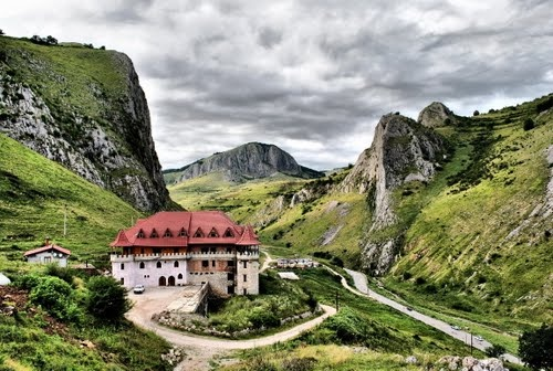 Castelul din Cheile Aiudului #Romania #Castle