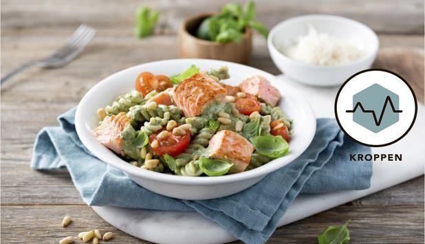 I denne oppskriften med laks og pasta bruker Marit Bjørgen pesto som smakstilsetning. En god og lekker rett som er enkel å lage.