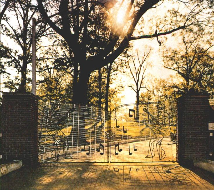 Elvis Gates of Graceland