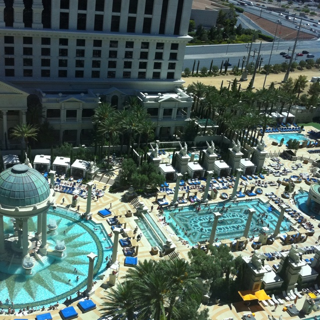 10 best stayed here images on pinterest las vegas hotels for Caesars swimming pool