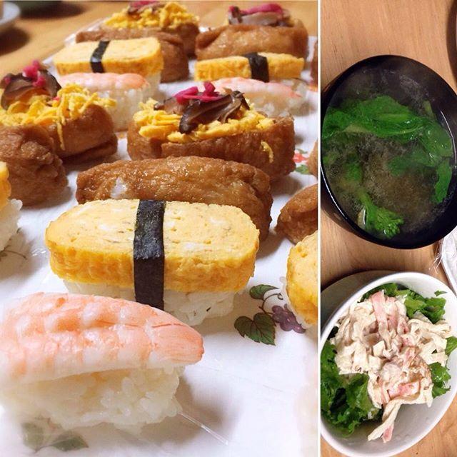 seeyy_vb8おかえり、mammy⭐️⭐️ 今日はsushi❤️!! 刺身なしの、簡単寿司!  お供には春らしく、菜の花とゆずのお吸い物☕︎ 最近直売所でよく見るわさび菜を下に引いた切り干し大根のサラダ  残った酢飯と具は押し寿司にして、 明日のお昼ごはんに  美味しく皆で頂きました  #夕ご飯#おうちごはん#阪本エッグファーム#白鳳卵#卵#instafood#foodpic#cooking#お寿司#切り干し大根のサラダ#切り干し大根#春らしく#菜の花のお吸い物#菜の花#写真姉
