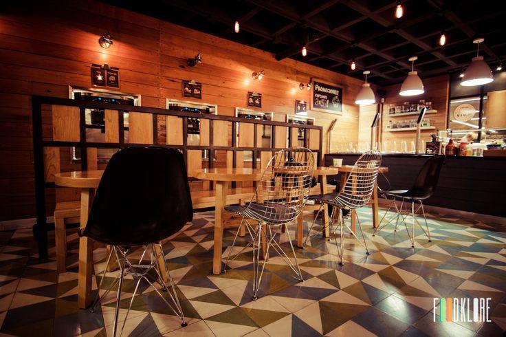 Adaptación de Diseño, fabricación e instalación de forros y mobiliario