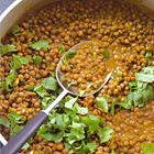 Een heerlijk recept: Curry van hele bruine linzen