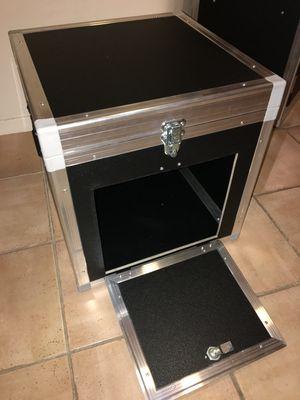 Flexible höhenverstellbare Staubox für fast alle Camping-WC, als Stauraum oder als Sitzfläche.