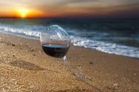 Nella serata di giovedì 30 luglio, lungo la spiaggia di Rimini, dalle 20 alle 24, torna l'appuntamento con Un Mare di Vino, con 3 Km di degustazioni, musica e cibo a un passo dal mar Adriatico, per