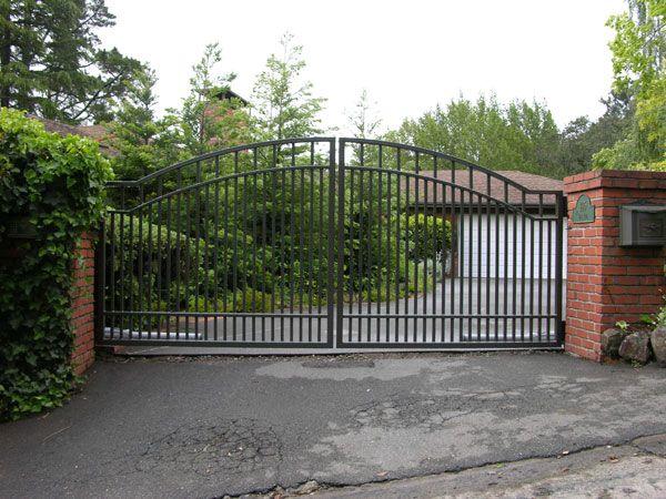 25 best ideas about metal driveway gates on pinterest for Aluminum gates for driveways