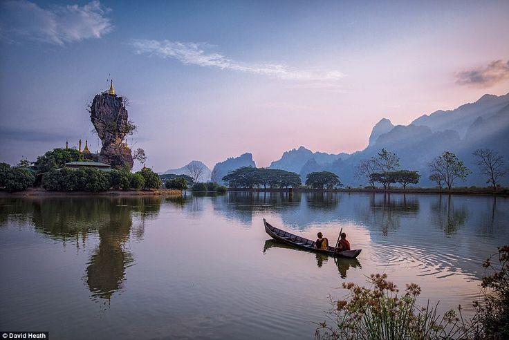 Fotós David Heath-t elbűvölte Kyauk Ka Lat Lake hPa-An, Kayin állam, figyelte a szerzetesek sor felé egy kolostor
