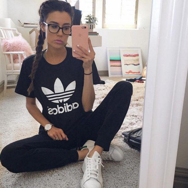 camiseta-preta-calça-tenis-branco-looks-femininos-2016