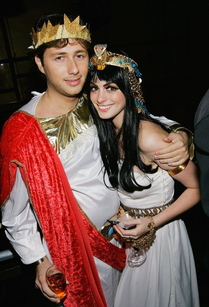 anne hathaway and raffaello follieri as greeks sexy couples costumescouple costume ideascelebrity - Hollywood Couples Halloween Costumes