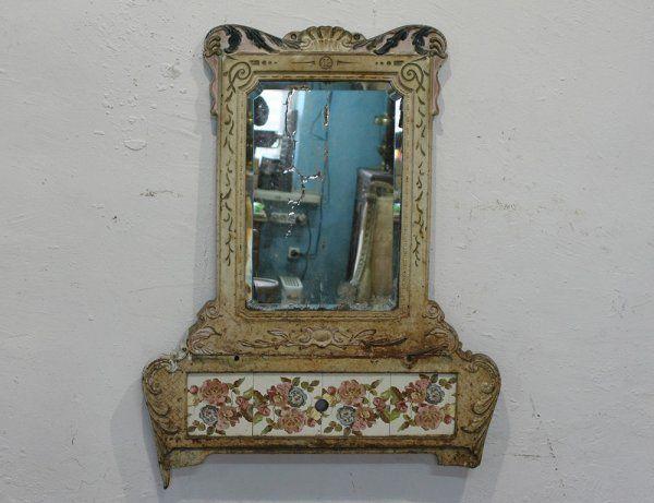 Старинное чугунное зеркало с плиткой