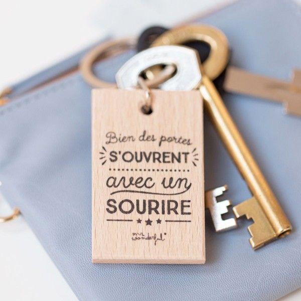 Mr wonderful Porte-clés en bois Bien des portes s'ouvrent avec un sourire