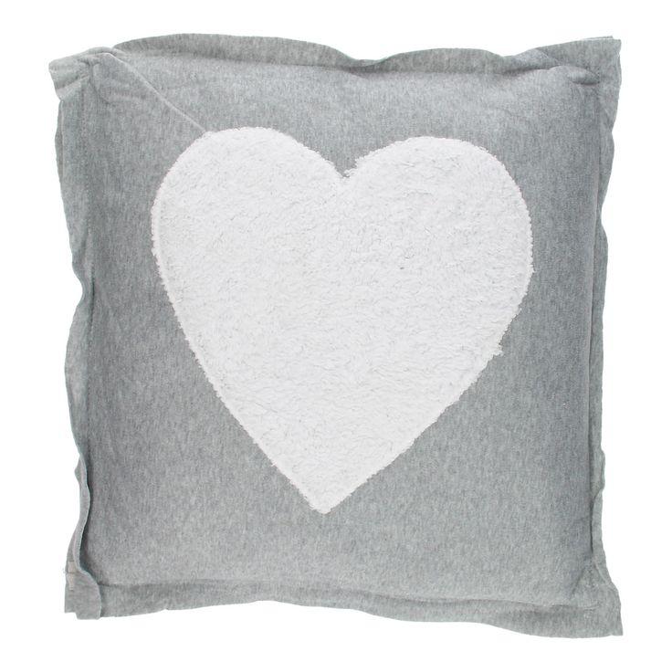 Dit heerlijke zachte kussen is een echte sfeermaker in je huis. Het kussen is gemaakt van 100% polyester en heeft een wit hart op de voorkant gestikt. Het kussensloop is afneembaar en wasbaar op 30°C. Afmeting: 40 x 40 cm - Kussen Grijs - Hart
