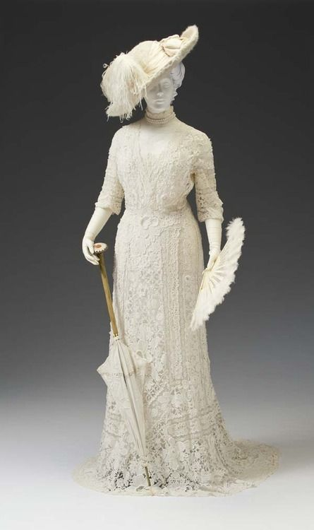 Elegant ivory lace day dress ca. 1907. From the Mint Museum. Very beautiful dress-sexy and  purely at the same time.This dress used a lot of lace - material that very popular at 1900, include velvet, fur and tulle silk.