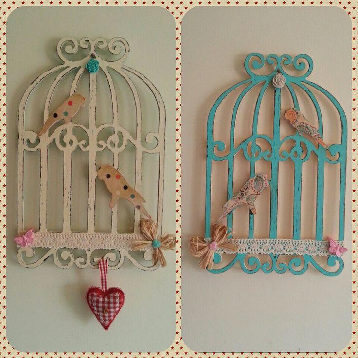 Önlü arkalı Ahşap kuş kafesi boyama. Cage de oiseaux en bois que j'ai peint devant et derrière en different couleurs