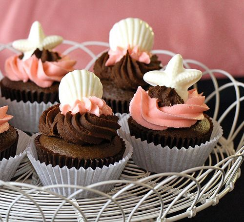 Chocolate shell cupcakes