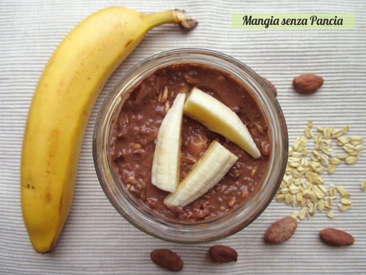 Il Porridge estivo banana e cacao è super cioccolattoso, tanto nutriente e riempitivo. Non serve cottura e si prepara in pochi minuti