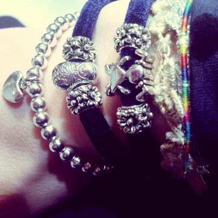 Indossati da voi: bracciale con perline argentate con cuore e fettuccia vellutata autunno-inverno