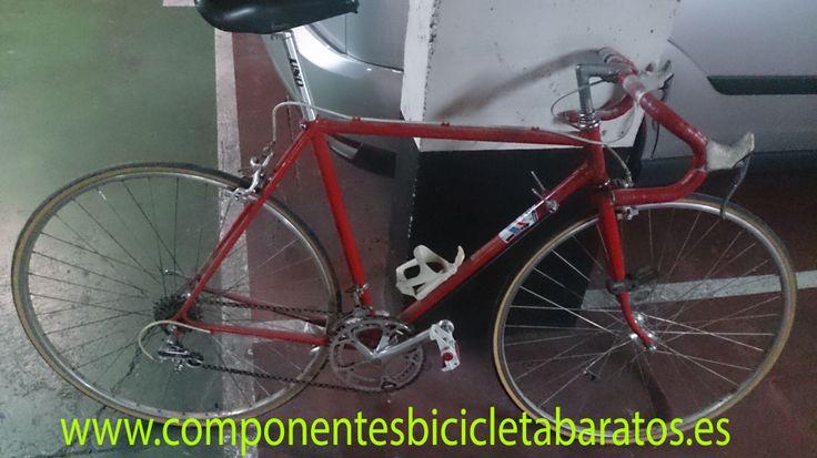 Bicicleta carretera color rojo en muy buen estado. Pronto en nuestra tienda online. Propiedad de componentes bicicleta baratos en Zaragoza.