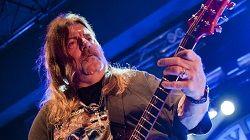 Не стало одного из основателей рок-группы Molly Hatchet, гитариста Дэйва Хлабека (Dave Hlubek). Музыкант умер на 66 году жизни; это подтвердили участники Molly Hatchet на своей странице в Facebook. Официальная причина смерти пока не объявлена, но по некоторым данным Дэйв умер от сердечн