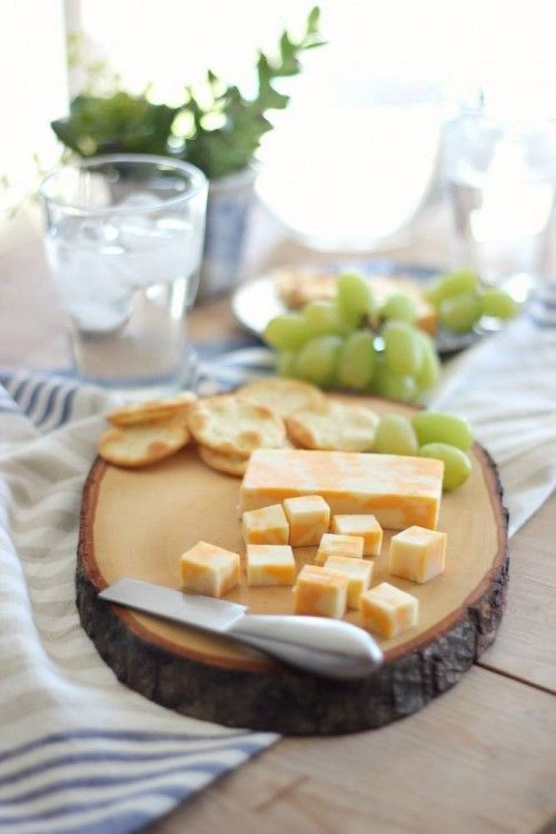 Cutting boards are not only practical kitchen must-haves, but are also abeautiful way to present food at events or gatherings and make cute gifts. Transforming an old tree stump into a cutting boardis just a matter of cutting the tree stump into slabs and allowing the wood to completely dry…