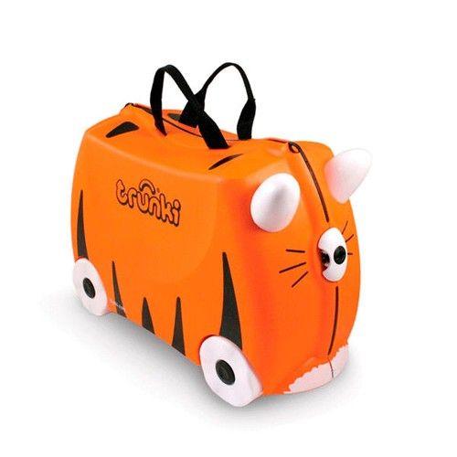 Maleta Trunki Tigre Tipu 52,95 €. Divertida maleta Trunki con forma de tigre. Fabricada con materiales muy resistentes y ligeros para que los niños puedan llevar su equipaje de manera autónoma. Se pueden subir en ella y ser remolcados. Cierre de seguridad y tira ajustable.