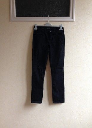 À vendre sur #vintedfrance ! http://www.vinted.fr/mode-femmes/jeans-skinny/54797043-jean-slim-noir-femme-levis-taille-38