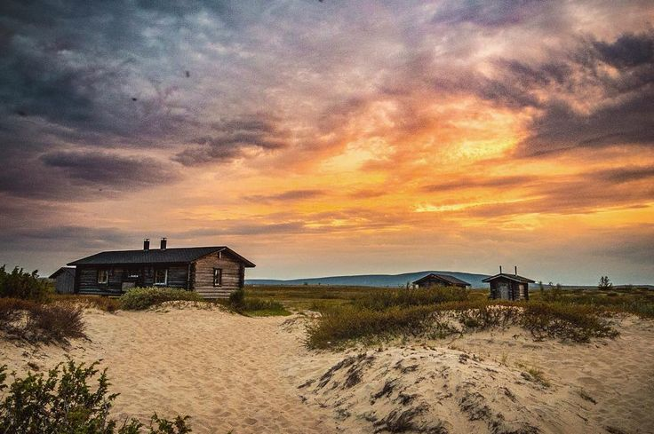 Photo by Panu Jyrä via panujyra instagram. Pöyrisjärvi Wilderness Area, Enontekiö, Finnish Lapland.  Imagine, sandy beach, beautiful sunsets, clearest air of the world and house in the most peaceful place on earth. Would you like to live there?   #levilapland #visitlapland #visitfinland #igscandinavia #lovelyfinland #outdoorfinland #nature #bestcaptureglobal #bestnatureshot #bns_sky #dreamchasersnature #wu_scandinavia #amazing_fs  #folkscenery #articshooting