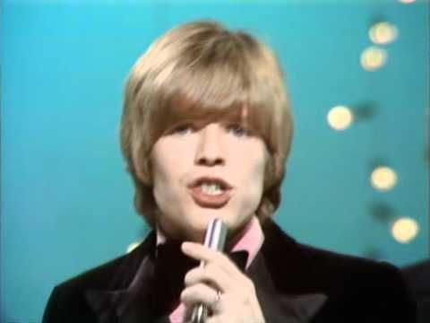 Hermans Hermits - There's A Kind Of Hush ~ Even boyish faced Peter Noone wanted a piece of the Summer Love Action.
