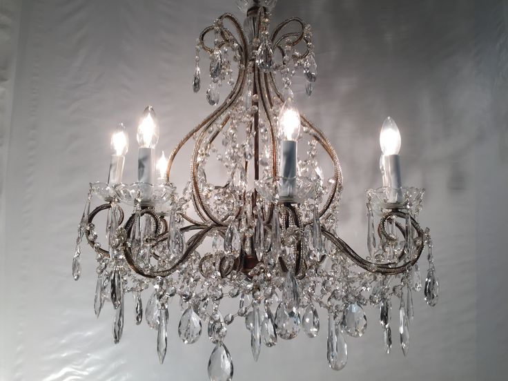 les 25 meilleures id es de la cat gorie lustre baroque sur pinterest deco baroque miroir. Black Bedroom Furniture Sets. Home Design Ideas