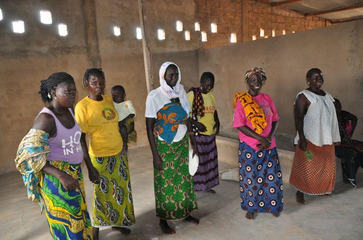 """Artaban onlus collabora con una cooperativa di donne che coltivano la Moringa Oleifera, di qui il """"Progetto Moringa"""". Vicinanze di Ouagadougou, Burkina Faso."""