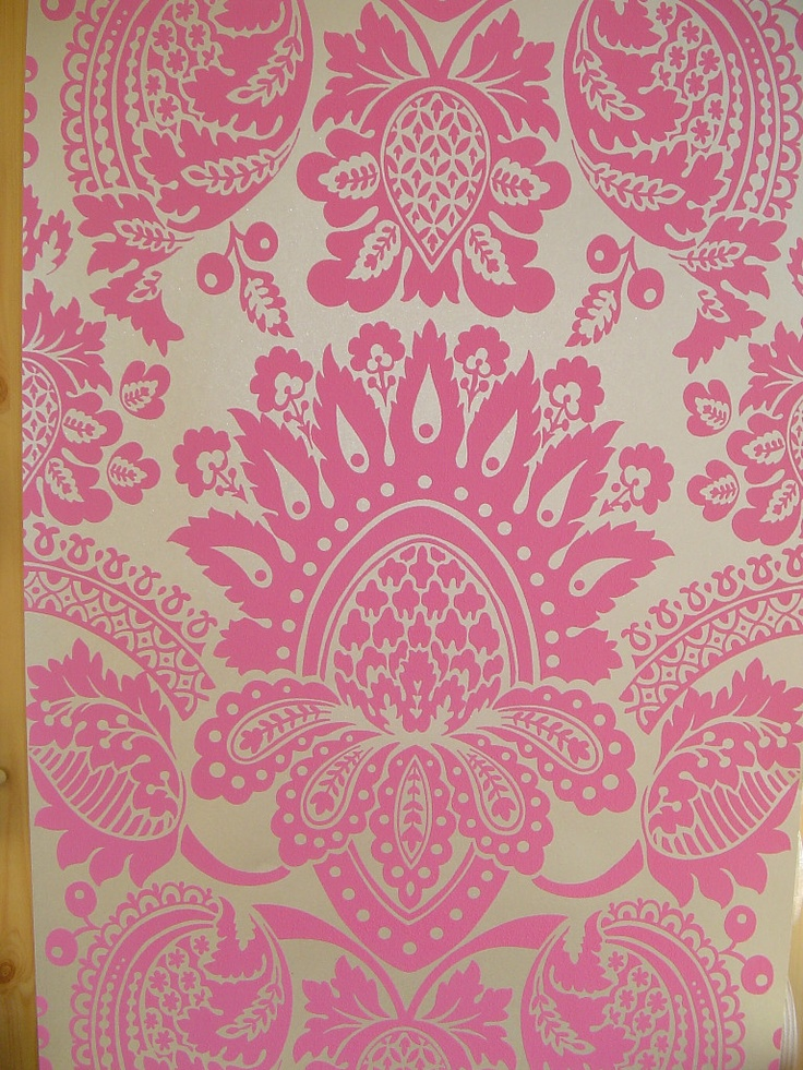 Whitewell damask wallpaper in pink and silver pattern 300014 for Pink and silver wallpaper