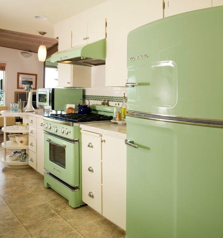 Best 25 big chill ideas on pinterest vintage kitchen for Retro kitchen ideas pinterest