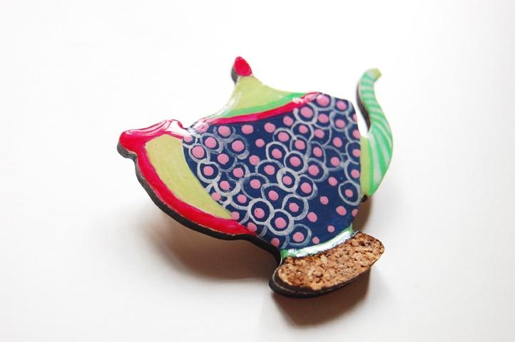 Brosa Dotted Teapot (30 LEI la Mimeme.breslo.ro)