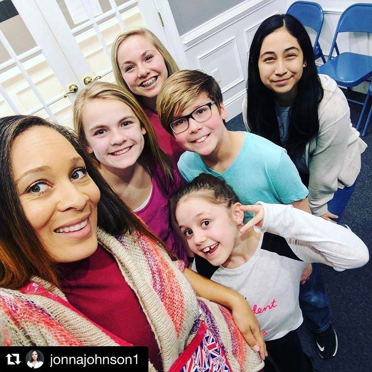 """#Repost @jonnajohnson1  What a blast we had in our 3 week """"First Impression"""" workshop! These guys are geared with techniques to carry them smoothly through the audition interview phase. Most Actors are naturally uncomfortable tense & dread this very important part of the craft but you never want to sell yourself short of a callback b/c of this. See it as an opportunity to share YOU! In fact that's all the Casting is looking for  #coachedbyjonnajohnson #tasclassclips #Coach #Actors…"""