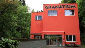 Granatium je schované v městečku Radenthein v rakouských Korutanech. Za malé vstupné si zde můžou děti se skály vysekat svůj grantový poklad.