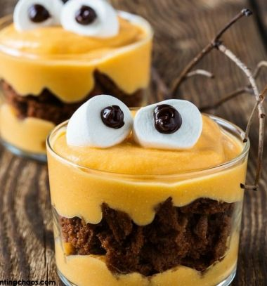 Monster puddings with brownies and marshmallows // Szörnyen jó pudingok brownie-val és pillecukorral //  Mindy -  creative craft ideas //  #halloween #crafts #craftideas #kreatívötletek #diy #csináldmagad #halloweencrafts #halloweenparty #partyideas