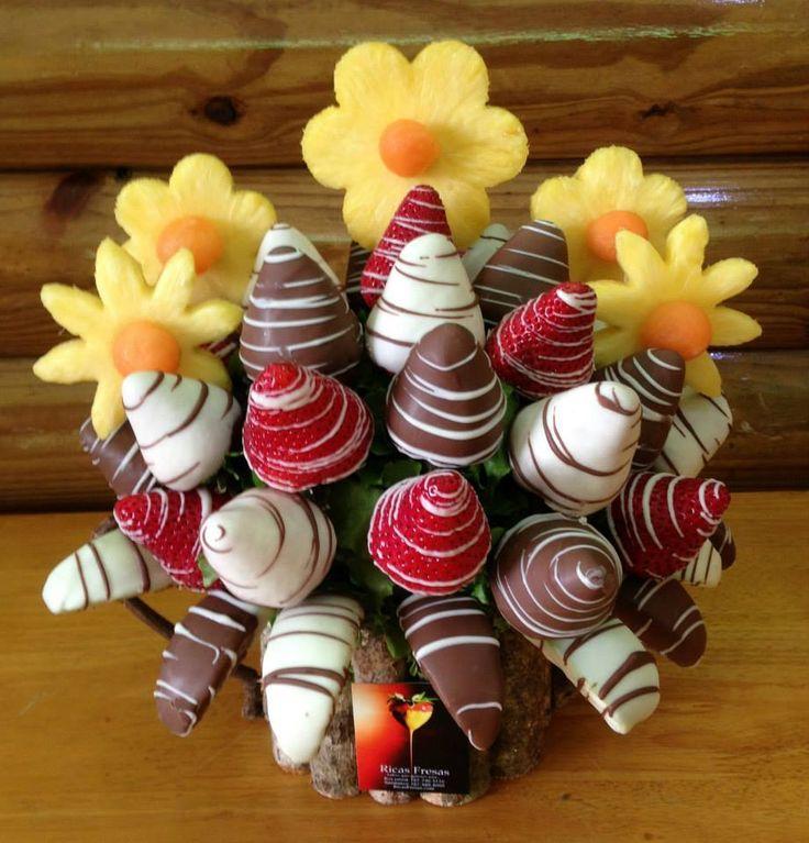 Fuentes de Chocolate Bodas Puerto Rico. Ricas Fresas.Deliciosas canastas de fresas y frutas con chocolate! Sabes que quieres una…