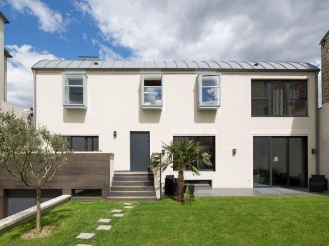 demi niveaux et patio pour une maison familiale construite sur un ancien hangar maisons. Black Bedroom Furniture Sets. Home Design Ideas