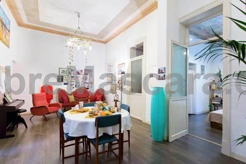 Spazio Parlato Palermo Set 1.6 km from Palermo Cathedral in Palermo, this air-conditioned apartment features a terrace. The unit is 1.9 km from Palazzo dei Normanni. Free WiFi is featured throughout the property. The kitchen comes with an oven.